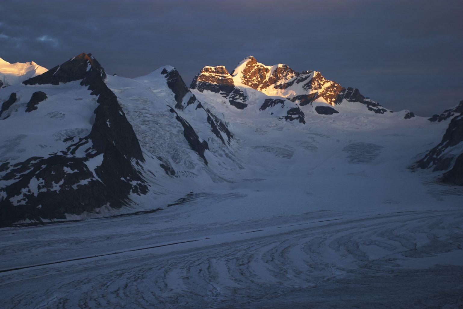 Berner Oberland Aletschgletscher Jungfrau bei Sonnenaufgang