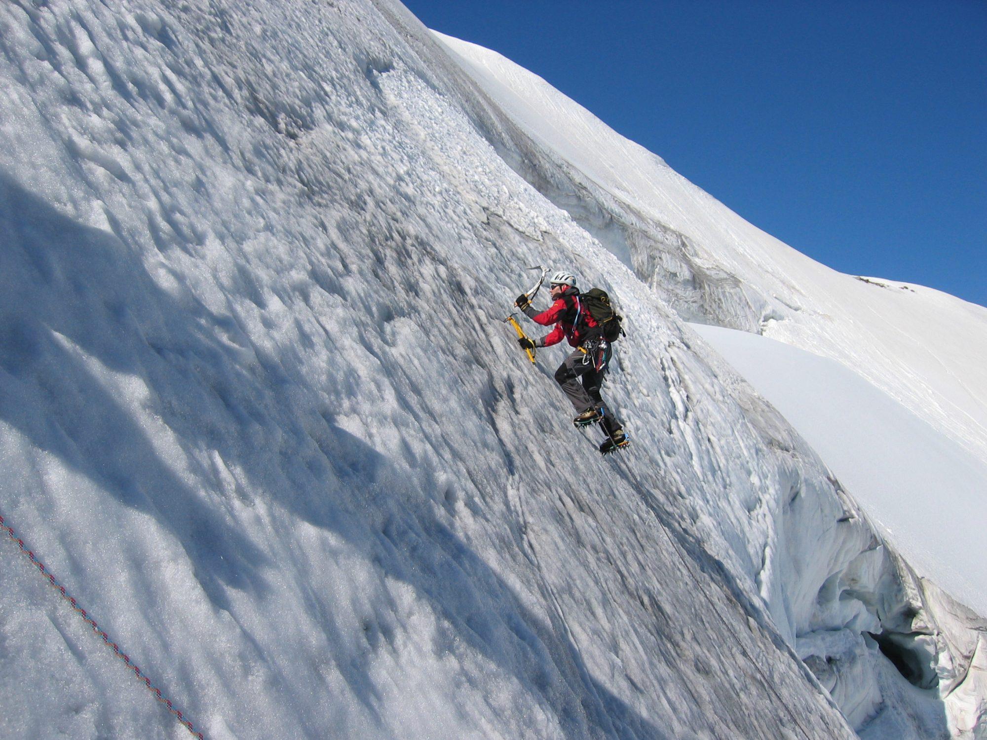 Dr. Dominik Kocholl im Steileis