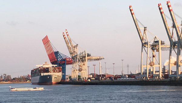 Hamburger Hafen Containerschiff